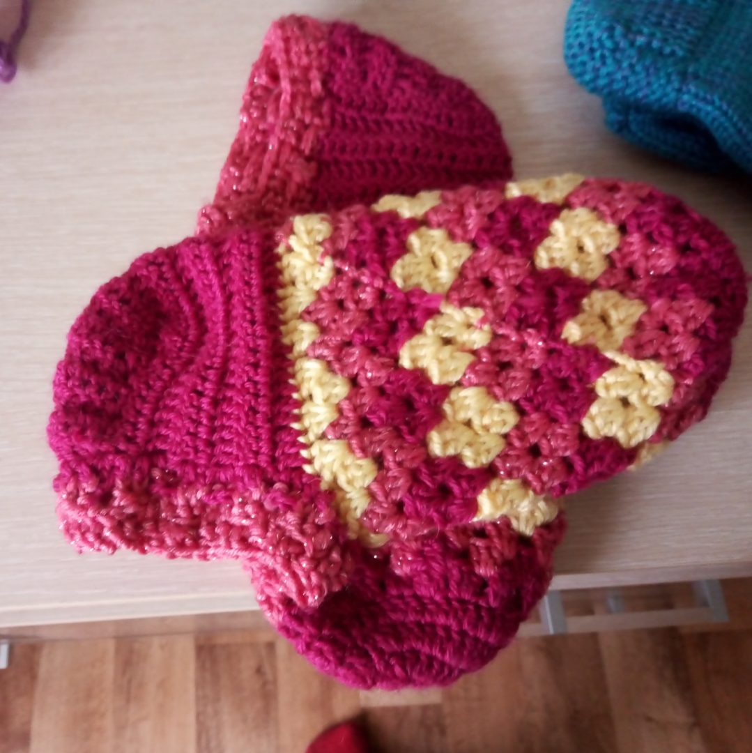 I will knit socks, mittens, slippers for children and adults to order, I live in Russia, I knit quickly and efficiently